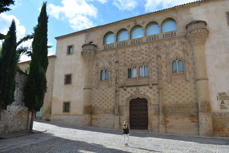fachada-palacio-de-jabalquinto