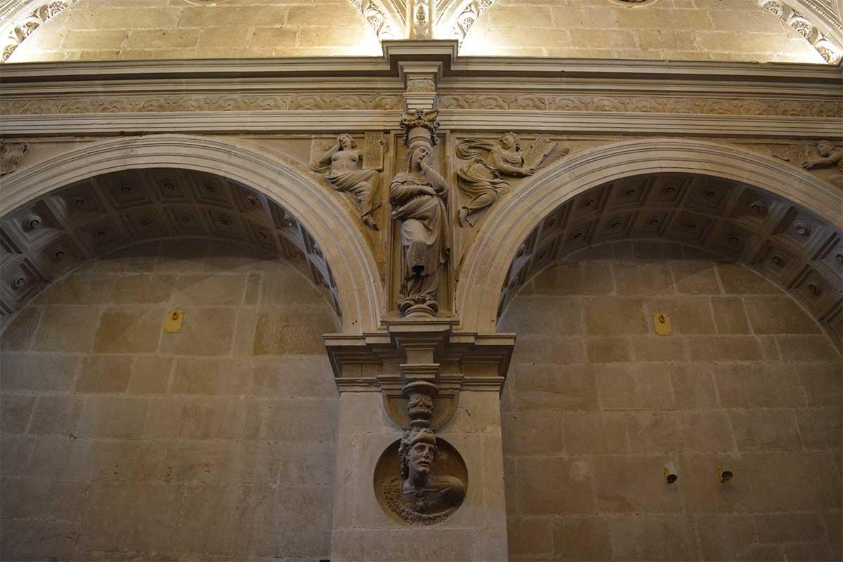 cariatide-capilla-el-salvador